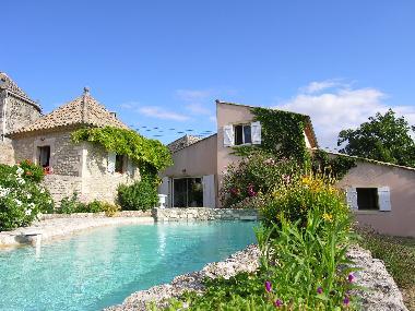 Photos maison de vacances grignan chamaret france maison for Agence de bouard la maison des voyages